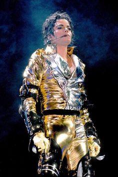 Michael Jackson Photo: History World Tour Michael Jackson History Tour, Michael Jackson Pics, Elvis Presley, Lisa Marie Presley, Paris Jackson, Gold Pants, Bae, Prince, Gif Animé