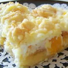 Cream Cheese Peach Pie Delight 1 package of white or yellow dry cake mix cup butter, room temperature 2 large eggs, divided. 29 ounce can of peach slices, drained 8 ounces of Cream Cheese, room temperature cup of sugar Köstliche Desserts, Dessert Recipes, Summer Desserts, Recipes Dinner, Cake Recipes, Cake Candy, Canned Peaches, Dessert Bars, Cheese Dessert