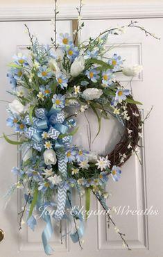 Blue Spring Wreath. Blue daisy wreath. par JansElegantWreaths