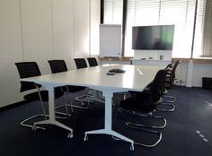 Besprechungsraum mit klappbaren Tischen zur einfachen Anpassung an die Räumlichkeiten. #office #furniture #workspace #interior #design #conference