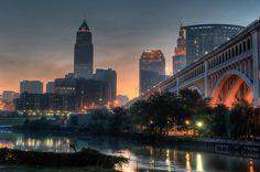 Resultado de imagen para city skyline at dawn