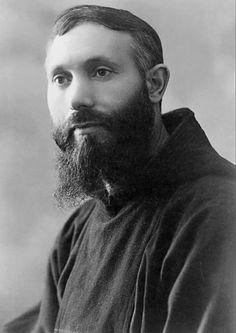 Padre Placido Bux da San Marco in Lamis (1886-1968); fu l'autore della famosa foto di Padre Pio, ritratto con le stimmate esposte, metre era di famiglia nel convento di San Giovanni Rotondo (1919)