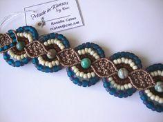 Beautiful macrame blue, white and brown bracelet. Macrame Necklace, Macrame Jewelry, Macrame Bracelets, Boho Jewelry, Jewelery, Micro Macramé, Diy Fashion Projects, Knit Bracelet, Wire Crochet