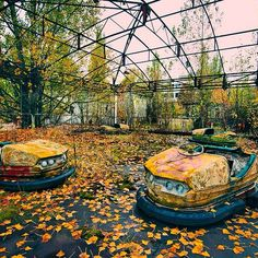 Pripyat was the city that the Chernobyl workers lived in. The director wanted flowers planted everywhere. there was a glitch in the control rods that increased reactivity at first instead of decreasing it. Abandoned Theme Parks, Abandoned Cities, Abandoned Amusement Parks, Chernobyl Nuclear Power Plant, Chernobyl Disaster, Ghost City, Ghost Towns, Ukraine, Beyond The Lights