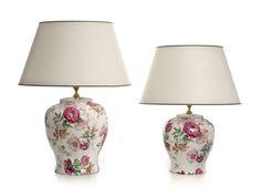 Las lámparas de sobremesa Venice tienen forma sinuosa y redonda con un diseño floral basado en ramilletes de flores rosas unidas con una cinta.  Son de Cerámica San Marco, artesanos italianos.  http://www.aqdecoracion.es/lampara-de-sobremesa-de-ceramica-y-forma-sinuosa-venice_2412.html