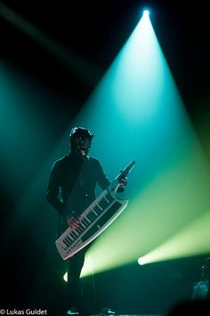 Air being cute with his Keytar