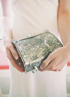 Obsessed with this bride's clutch! Elegant, vintage, & a little bit of boho all in one! Click to see her Secret Garden real wedding! | Hot Metal Studio #RealWeddings #SecretGarden #WeddingIdeas