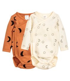 Camel. CONSCIOUS. Long-sleeved, wrapover bodysuits in soft, organic cotton jersey with a printed pattern. Snap fasteners at side and gusset.