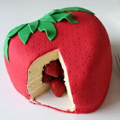 So, I heard you liked strawberries. So I put a strawberry in a strawberry. - Strawberry Surprise Cake by Hungry Happenings via Tablespoon. Crazy Cakes, Fancy Cakes, Pretty Cakes, Cute Cakes, Beautiful Cakes, Amazing Cakes, Fondant Cakes, Cupcake Cakes, Gateau Harry Potter