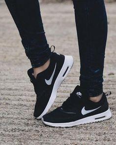 Nike Roshe Run 2015 https://twitter.com/gmsingin1/status/915364876633042945