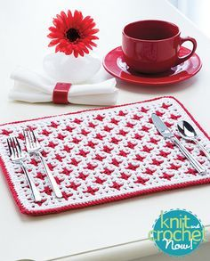 Ravelry: Interlocking Crochet Reversible Placemat pattern by Tanis Galik ༺✿ƬⱤღ✿༻ Crochet Placemats, Crochet Potholders, Crochet Doilies, Crochet Home Decor, Crochet Crafts, Crochet Projects, Knit And Crochet Now, Free Crochet, Christmas Placemats