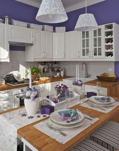 Romantické s nádechem Provence - HomeInCube Kitchen Island, Kitchen Cabinets, European House, My Dream Home, Provence, Cube, Table Settings, Design, Home Decor