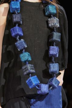 Yohji Yamamoto at Paris Fashion Week Spring 2013 - Details Runway Photos Paper Jewelry, Textile Jewelry, Fabric Jewelry, Jewelry Crafts, Jewelry Art, Jewelry Design, Fashion Jewelry, Yohji Yamamoto, Fabric Beads