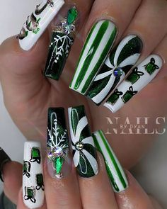 """Nailsbydyan on Instagram: """"Are u guys ready for Christmas ?? . . #christmasnails #greennails #whitenails #candynails #giftideas"""" Holiday Nail Designs, Holiday Nails, Christmas Nails, Green Nails, White Nails, Candy, Guys, Beauty, Instagram"""