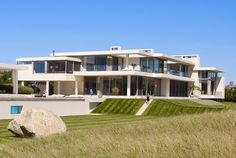 World of Architecture: Modern Mansion in Southampton