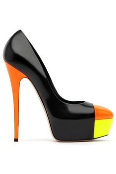 This shoe identifies radiation rhythm, the black shoes changes to orange and yellow that emerges from a center point. This makes the shoe very flashy.