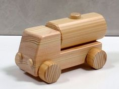 Wooden Wheel, Wooden Car, Wooden Toys, Wood Burning Art, Wood Worker, Woodworking Toys, Wood Bowls, Toy Trucks, Designer Toys