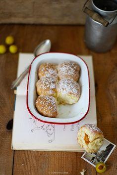 Rezept für Buchteln mit Mirabellen und Vanillesauce / Zuckerzimtundliebe Foodblog