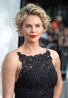 "Charlize Theron lors de la première du film ""A Million Ways To Die In The West"" à Westwood le 15 mai 2014"
