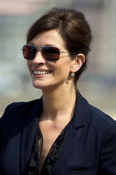 Julia Roberts' sunglasses