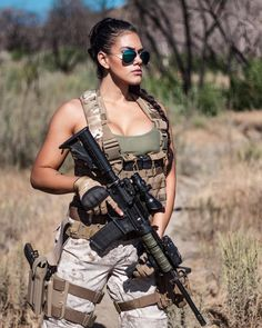 Military Girls Wallpaper - Women in the Military Photo - Girls and Guns - Tactical Girls - a fit - Women in Uniform Mädchen In Uniform, Female Army Soldier, Military Women, Military Female, Military Weapons, Military Girl, Marine Military, Warrior Girl, Military Photos