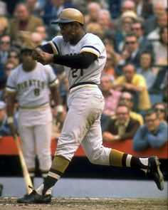 Roberto Clemente and Willie Stargell - Pittsburgh Pirates Pittsburgh Pirates Baseball, Pittsburgh Sports, Roberto Clemente, Best Baseball Player, Better Baseball, Dodgers, Baseball Pictures, Pirate Pictures, Mlb The Show