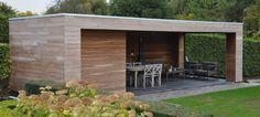 Een modern poolhouse is altijd een eye catcher. Strak en modern, maar toch klassevol door de houten afwerking!