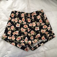 High waisted floral shorts  Floral printed high waisted shorts from forever 21. NWOT. Made of cotton & spandex. Size small. Light weight feel, Perfect for summer ! Forever 21 Shorts
