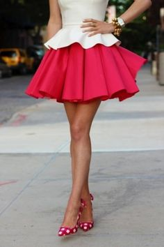 Well, how adorable are you? Love this outfit. Fun bright skirt, great shapes and the shoes are the perfect pattern to compliment the outfit! Mode Style, Style Me, Style Blog, City Style, Look Fashion, Fashion Beauty, Skirt Fashion, Fashion Heels, Runway Fashion