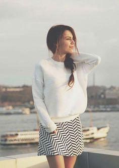 Yağmur Love Stars, Turkish Actors, Mini Skirts, Turtle Neck, Street Style, Actresses, Celebrities, Sweaters, Dress