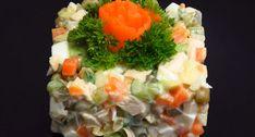По внешнему виду салат очень поход на классический вариант, а вот вкус намного лучше. Легкий, свежий, ароматный – и при этом сытный: не салат, а настоящий шедевр.