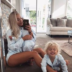 We're morning people tan стильная беременность, Tammy Hembrow, Cute Family, Family Goals, Family Life, Mom And Baby, Mommy And Me, Baby Baby, Cute Kids, Cute Babies