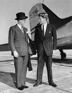 1940. 15 Novembre. Joseph P. Kennedy arrive à Mills Field où il est accueilli par Jack