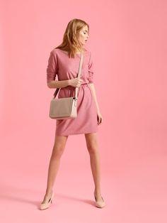 Sukienka damska różowa  - sukienka - TOP SECRET. SSU1760 Świetna jakość, rewelacyjna cena, modny krój. Idealnie podkreśli atuty Twojej figury. Obejrzyj też inne sukienki tej marki.