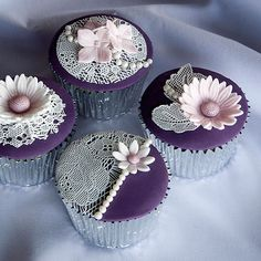 *Pretty, vintage style cupcakes with flowers and sugar veil lace.