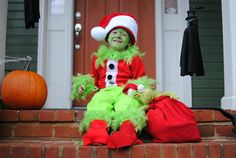 DIY Halloween Maleficent and The Grinch Grinch Halloween, Grinch Costumes, Halloween 2018, Diy Costumes, Halloween Diy, Halloween Costumes, Costume Ideas, Trash To Couture, Modern Halloween