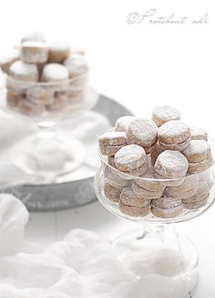 Vanilla cookies covered in powdered sugar . my childhood favorite! Vanilla Cookies, Sweet Cookies, Sweet Treats, Cookie Desserts, Cookie Recipes, Dessert Recipes, Dinner Recipes, Christmas Baking, Christmas Cookies