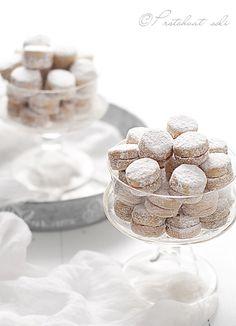 Vanilla cookies covered in powdered sugar ....... my childhood favorite!!!!