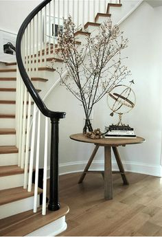 circular stairway + dark railing & light wood floors railing doesn't always have to match, I floor design interior Curved Staircase, Stair Railing, Black Railing, Black Stairs, Winding Staircase, Wood Floor Stairs, Rustic Stairs, Rustic Wood, Curved Walls