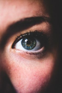 thelavishsociety: Eyes Can Speak Too by Enzo David Pla Iriarte Eye Images, Eye Pictures, Most Beautiful Eyes, Simply Beautiful, Smiling Eyes, Brave New World, Eye Photography, Amazing Photography, Human Emotions