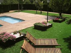 Artificial Grass surrounding swimmingpool
