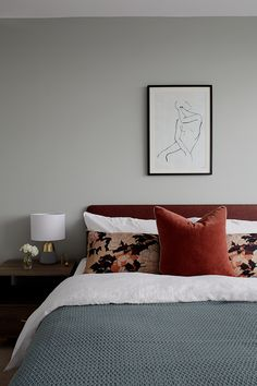Interior styling with deep rust red velvet and patterned cushions Small Room Bedroom, Blue Bedroom, Next Bedroom, Bedroom Colors, Small Rooms, Bed Room, Master Bedroom, Decoration Bedroom, Decoration Inspiration