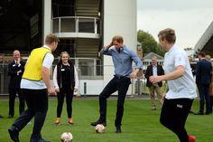 "Kensington Palace on Twitter: ""Next up for Prince Harry @WeAreCoachCore - a kickabout exercise with a difference ⚽️"