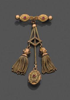 Broche barrette en or jaune retenant un médaillon souvenir ovale et deux pompons en [...], Bijoux Anciens et Modernes à Leclere - Maison de Ventes   Auction.fr