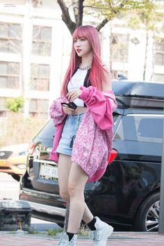 dedicated to female kpop idols. Kpop Girl Groups, Korean Girl Groups, Kpop Girls, Korean Hair Color, Oppa Gangnam Style, Ahn Hani, Bae, Most Beautiful People, Korean Fashion Trends