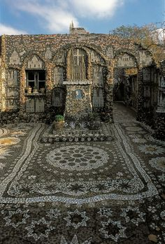 Maison Picassiette in Chartres, built over a period of 30 years by Raymond Isidore. Photo by Deidi von Schaewen from Outsider Art Sourcebook. http://rawvision.com/books/outsider-art-sourcebook-preview