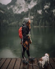 World Camping. Tips, Tricks, And Techniques For The Best Camping Experience. Camping is a great way to bond with family and friends. Mountain Hiking Outfit, Cute Hiking Outfit, Summer Hiking Outfit, Summer Outfits, Camping Outfits For Women, Outfit Winter, Trekking Outfit, Hiking Clothes Women, Hiking Boots Outfit