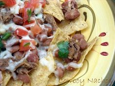 Copycat Pioneer Woman Cowboy Nachos and Pico de Gallo | Love this recipe for nachos! It's so filling. These nachos are a sizzling mix of meat, chips and fresh veggies.