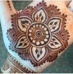 #handmehndi #mehndi #mehndidesigns # henna #hennadesigns #mehndidesign