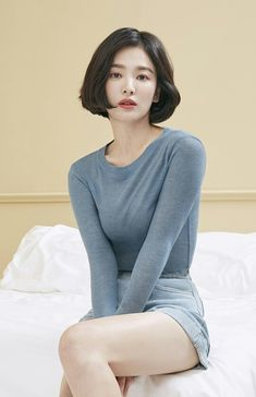 Song Hye Kyo stuns with her doll-like beauty in 'Suecomma Bonnie' pictorial Song Hye Kyo stuns with her doll-like beauty in 'Suecomma Bonnie' pictorial Short Hairstyles For Women, Summer Hairstyles, Korean Beauty, Asian Beauty, Song Hye Kyo Style, Song Hye Kyo Hair, Song Joong Ki, Korean Celebrities, Celebs
